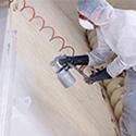 De la peinture industrielle, de la colle et du mastic