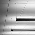 Des tuiles de faux plafond
